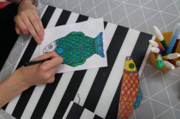Kolorowanka naDzień Dziecka zjapońskim motywem koi-nobori